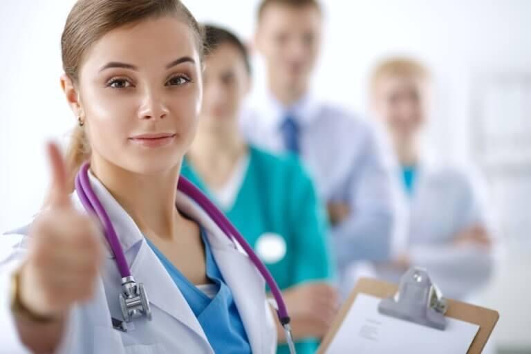 internal medicine salary 768x512